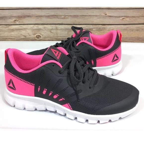 d46eb20cbd6e Reebok women running shoes. M 5b8997b6c2e88eae57b51a24